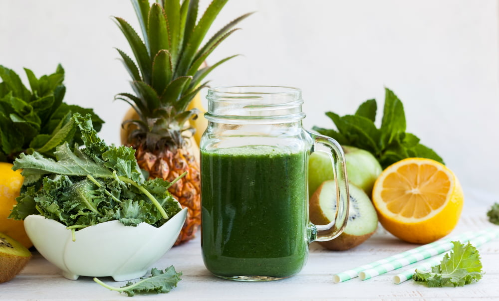 STAY COOL AND ENERGIZED WITH THIS TROPI-KALE SMOOTHIE