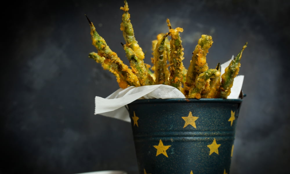 YOU NEED TO TRY THESE PARMESAN GREEN BEAN FRIES