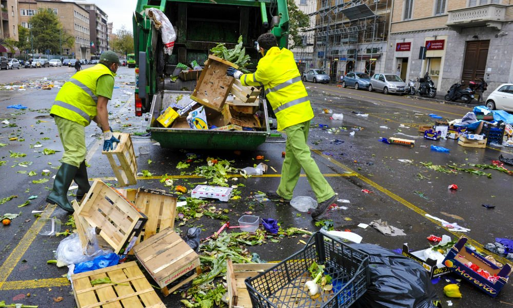 ITALY JUST PASSED AN AWESOME FOOD WASTE LAW, NOW WHAT'S CANADA DOING?