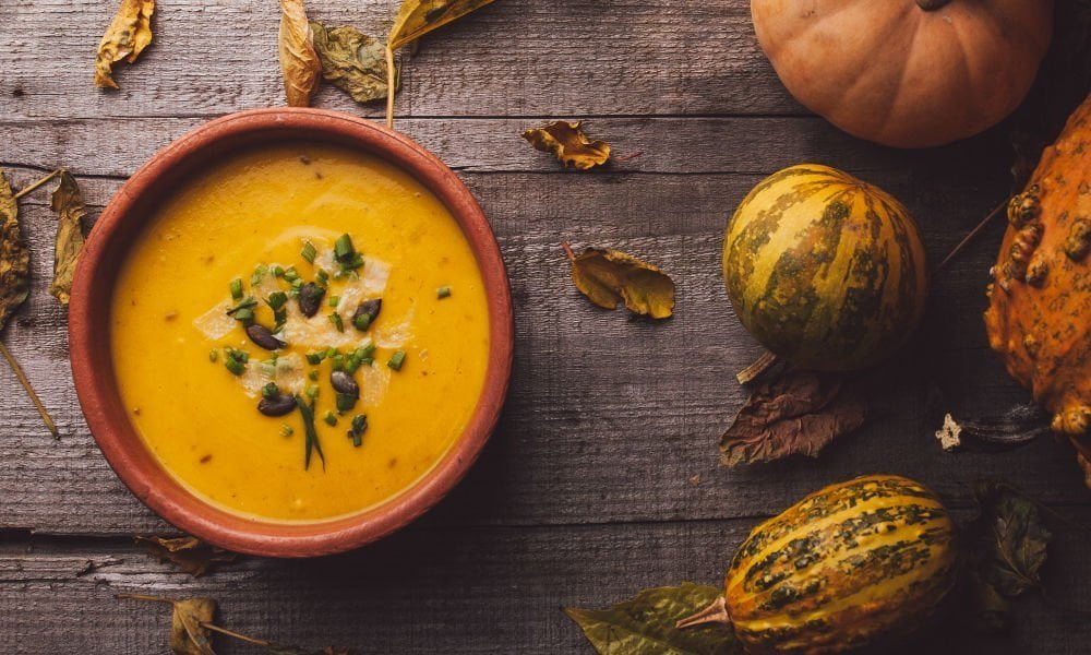 PERFECT FOR FALL: VEGAN SQUASH APPLE SOUP
