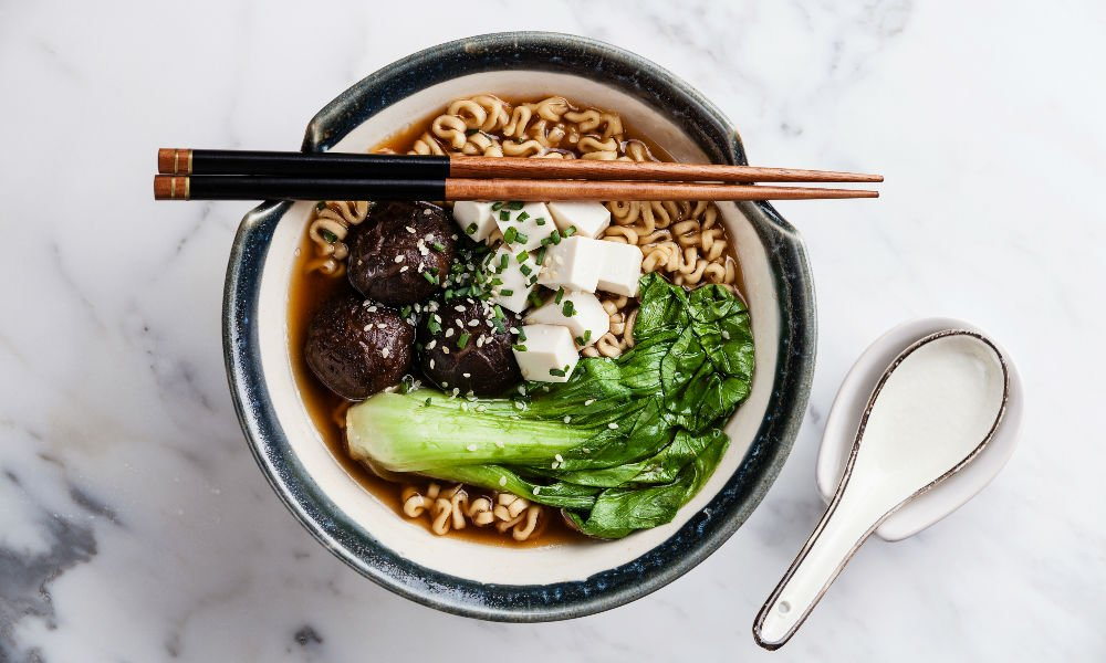 YOUR GUIDE TO BUILDING THE BEST BOWL OF VEGAN RAMEN