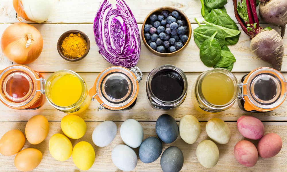 HOW TO DYE YOUR EASTER EGGS NATURALLY USING FOOD FROM YOUR KITCHEN