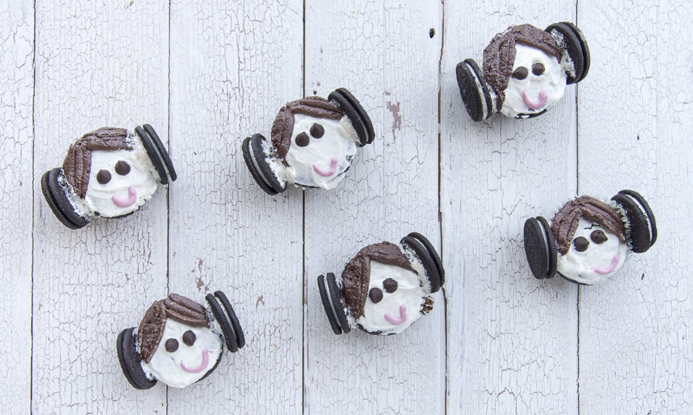 HAPPY STAR WARS DAY – MAY THE 4TH BE WITH THESE PRINCESS LEIA CUPCAKES