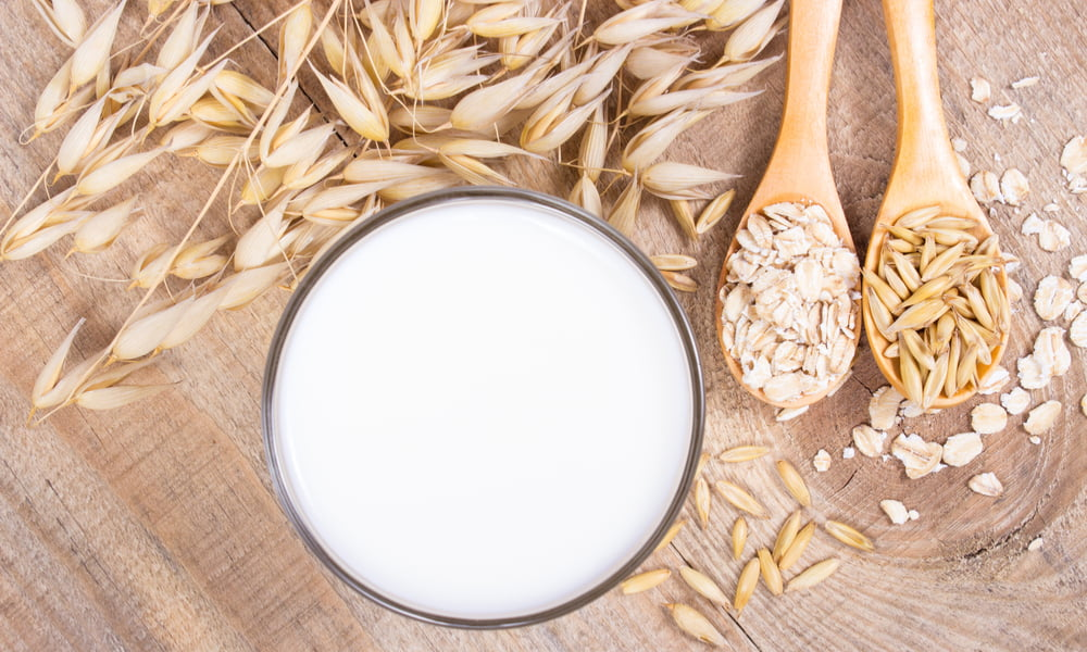 OAT MILK: THE MOST AFFORDABLE HOMEMADE PLANT-BASED MILK