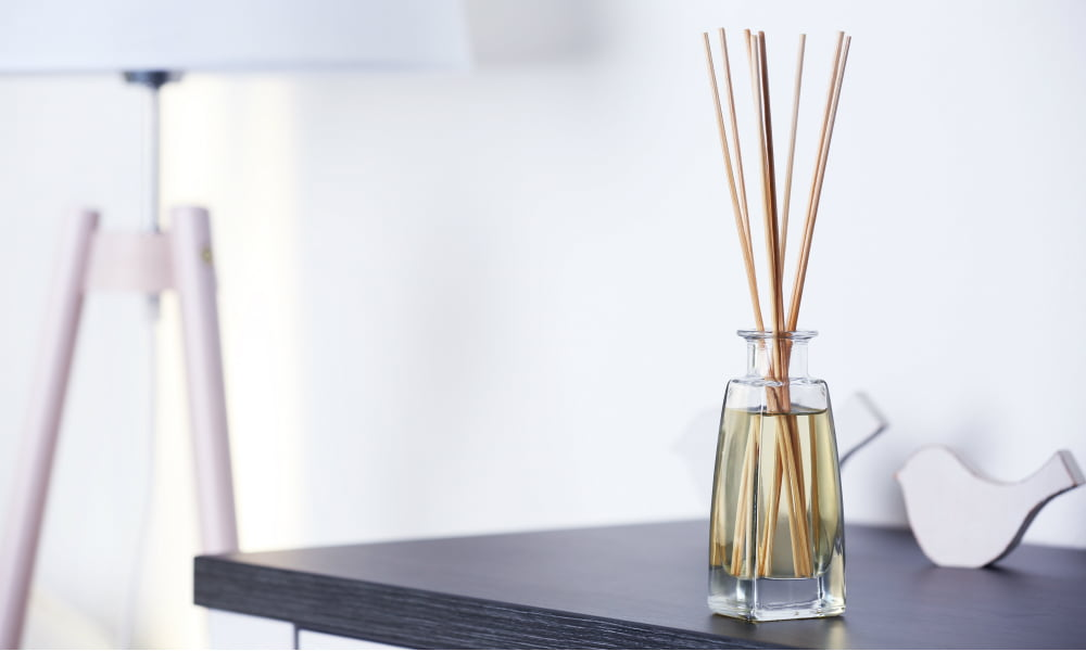 STAY FRESH AND FOCUSED AT WORK WITH DIY DESK DIFFUSERS