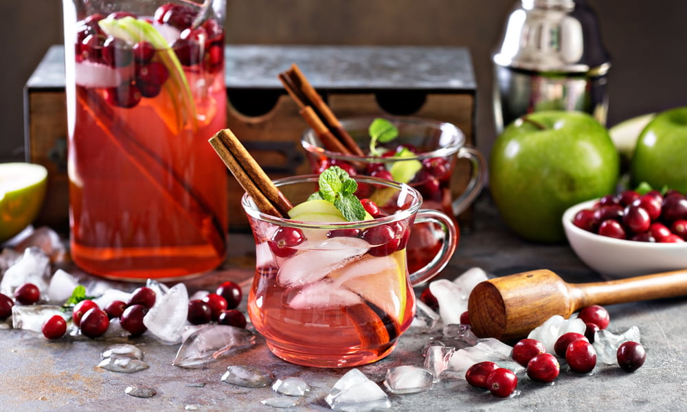 TRY THIS PERFECT AUTUMN SANGRIA FOR THANKSGIVING!