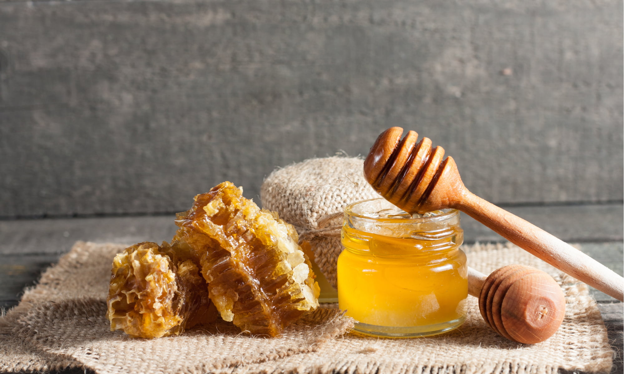 3 SURPRISING USES FOR HONEY (IT'S NOT JUST A SWEETENER!)