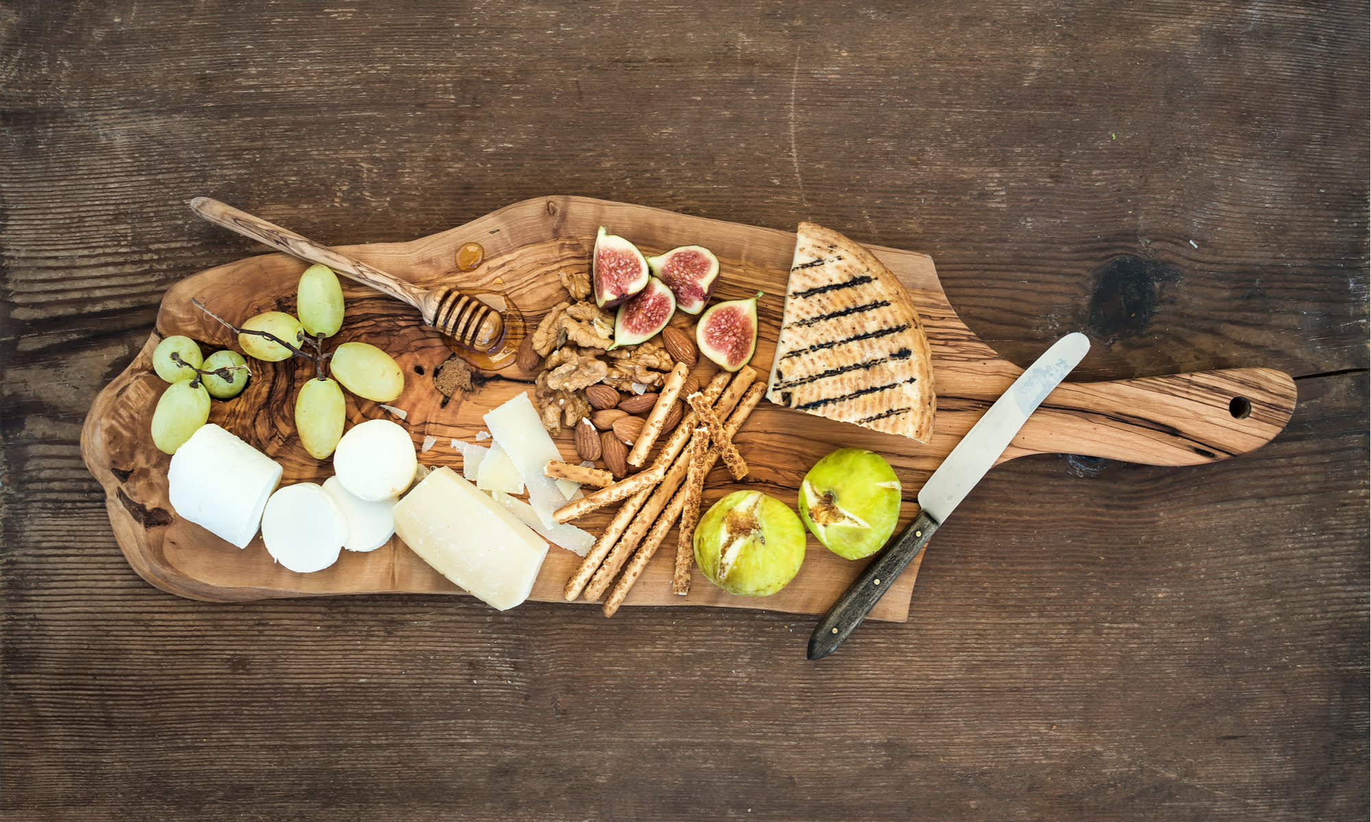 VEGAN CHARCUTERIE BOARD: YOUR NEW FAVOURITE HOLIDAY APPY