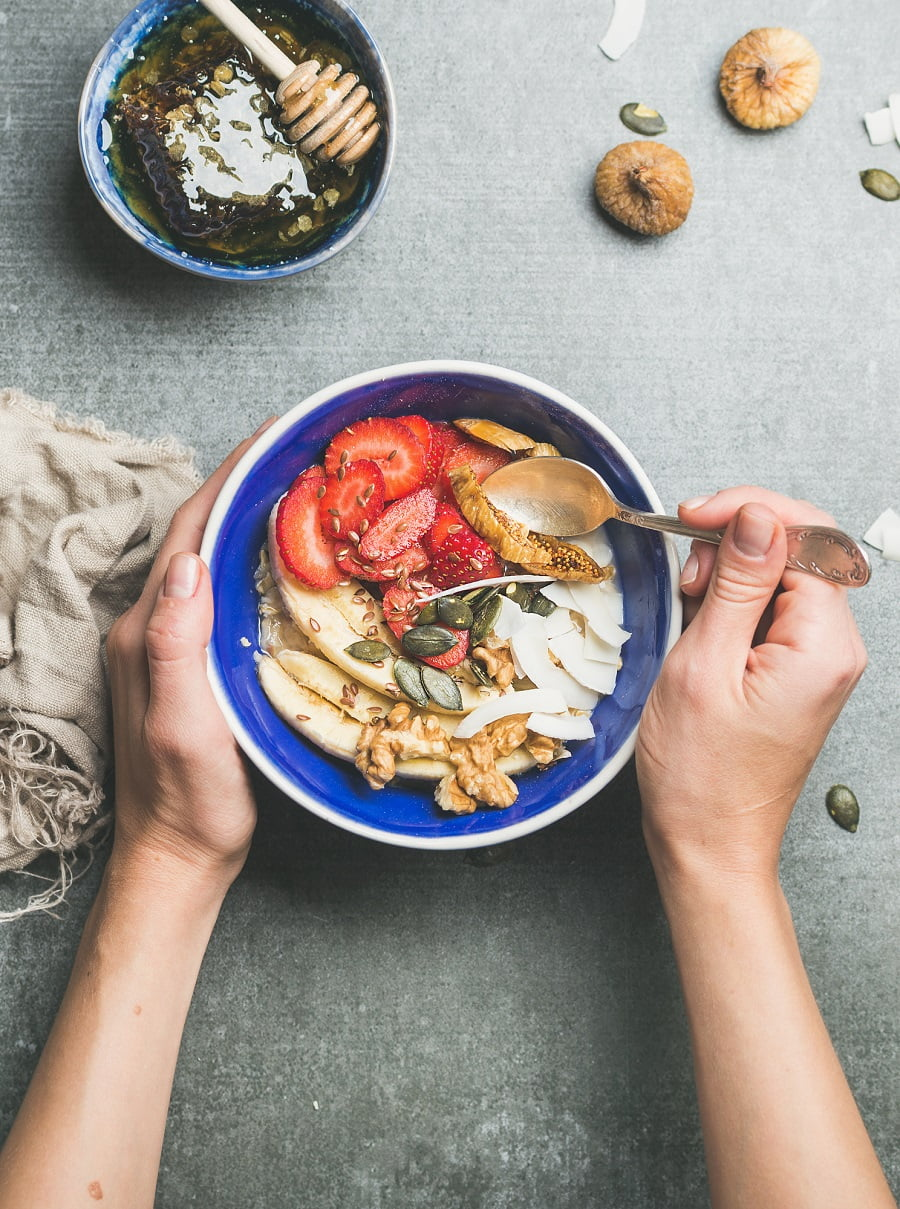 5 Tips to start mindful eating and avoid mindless eating. #health #mindfulness