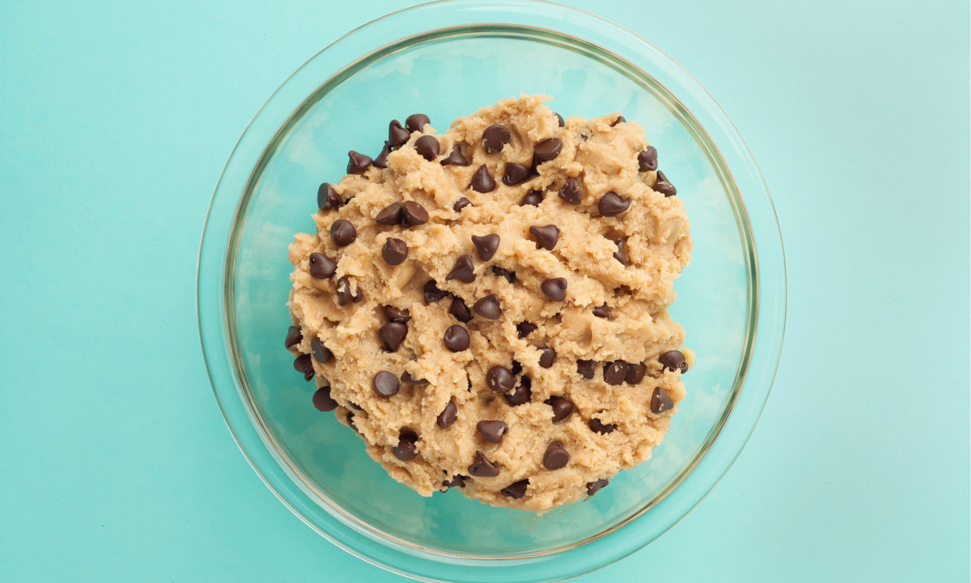 THE HEALTHY TREAT WE CAN'T GET ENOUGH OF: CHICKPEA COOKIE DOUGH