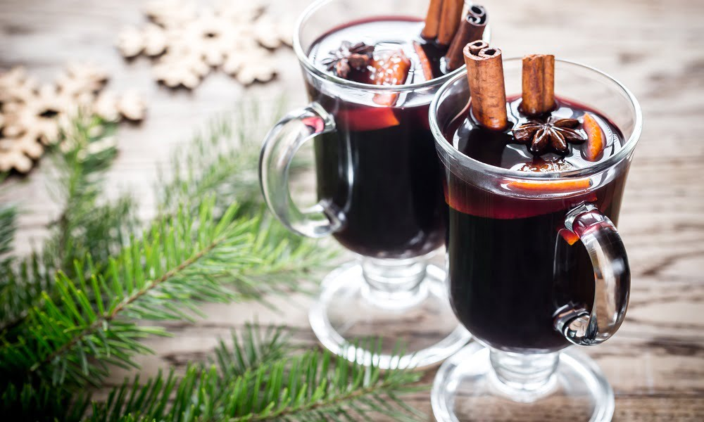 SPICE UP THE HOLIDAYS WITH MULLED WINE AND CIDER