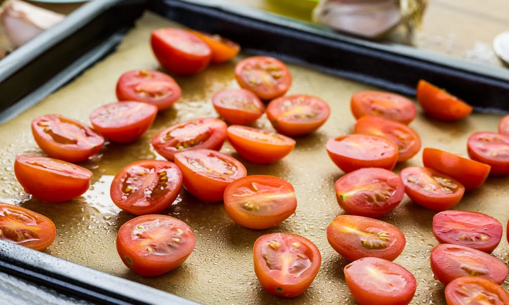 HOW TO PERFECTLY ROASTED GRAPE TOMATOES