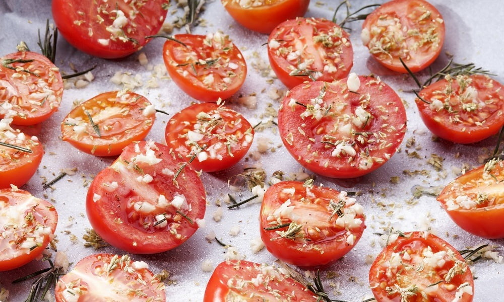 HOW TO GET THE MOST NUTRIENTS FROM SLOW-ROASTED TOMATOES