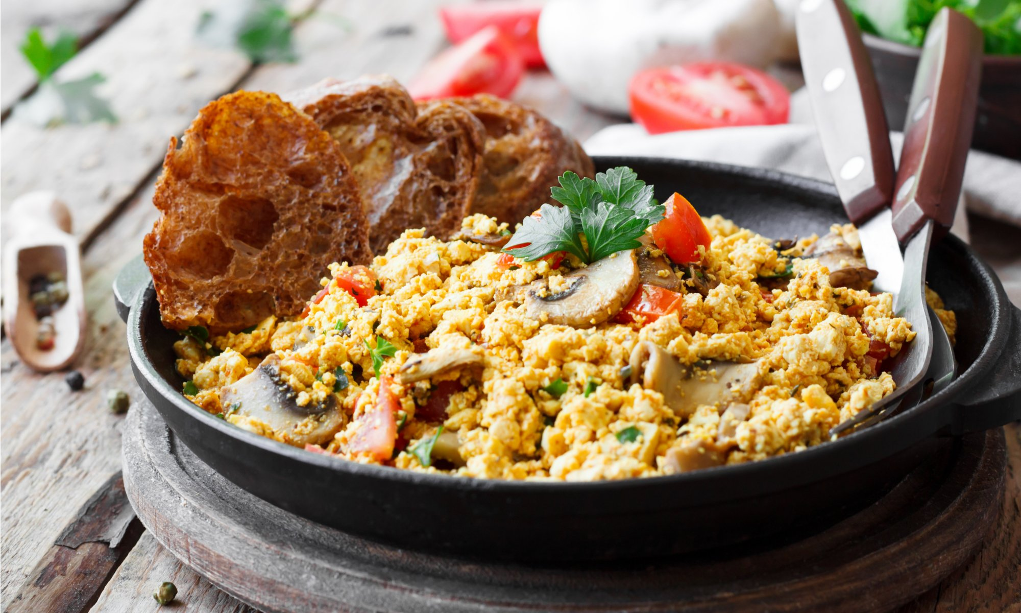 TURMERIC TOFU SCRAMBLE: QUICK, FILLING, AND EASY ON THE WALLET
