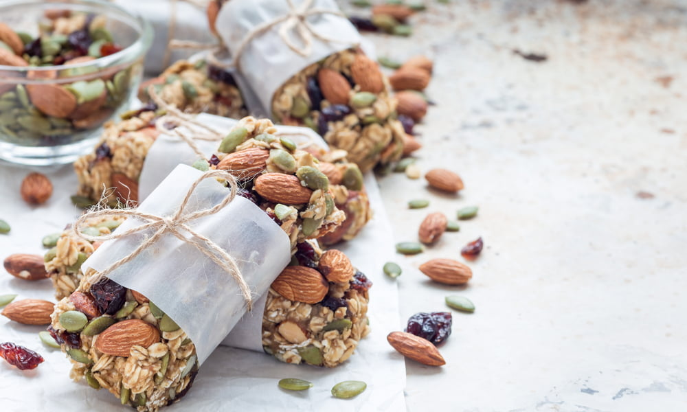 10 HEALTHY HIKING SNACKS TO FUEL YOU ON THE TRAILS