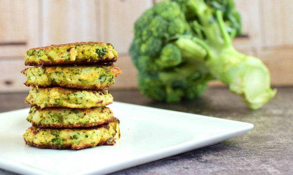 EASY BAKED CRISPY BROCCOLI PARMESAN FRITTER RECIPE