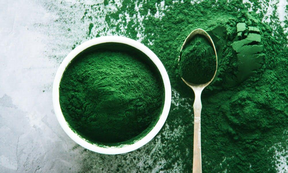 5 BENIFITS OF SUPERFOOD GREENS: SPIRULINA AND CHLORELLA